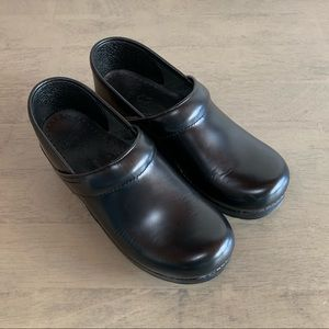 Dansko | Black Leather Clogs 38 Narrow